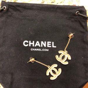Beautiful gold drop Chanel earrings❤️